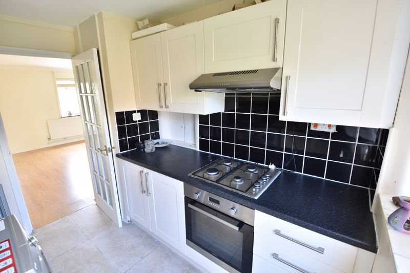 3 bedroom Semi-Detached  to buy in Oving Close, Luton - Photo 7