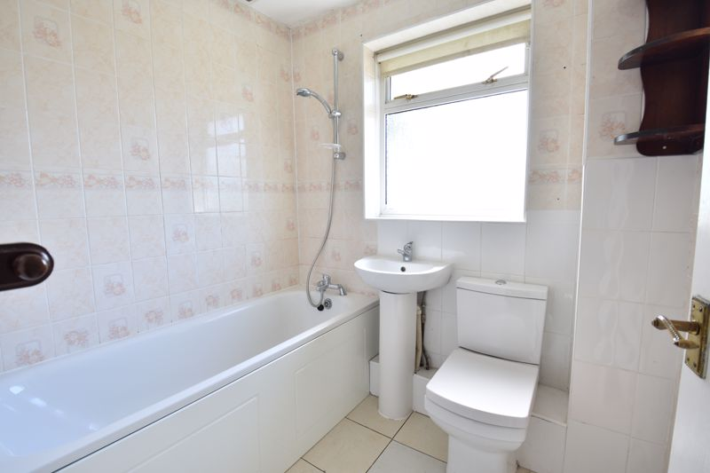 3 bedroom Semi-Detached  to buy in Oving Close, Luton - Photo 12
