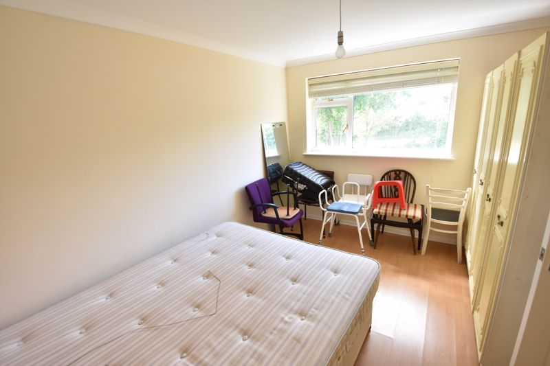 3 bedroom Semi-Detached  to buy in Oving Close, Luton - Photo 13