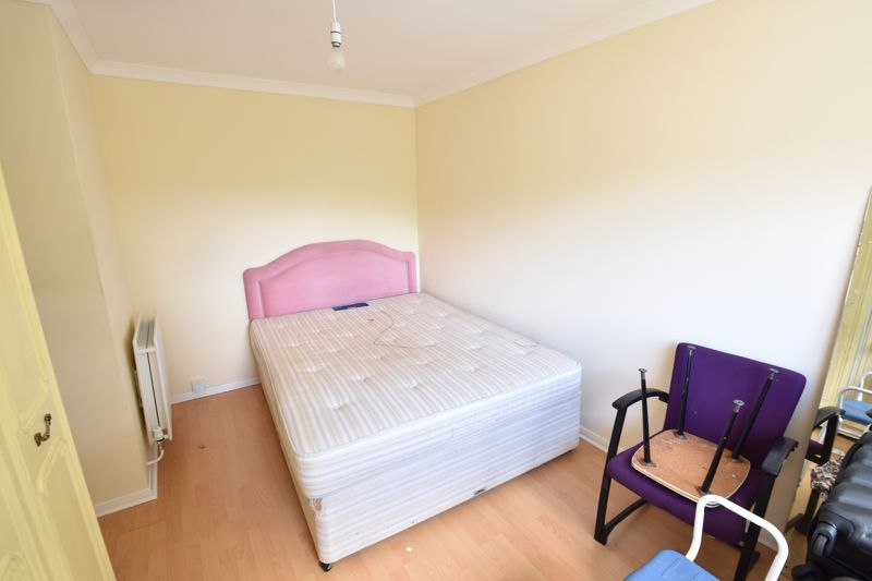 3 bedroom Semi-Detached  to buy in Oving Close, Luton - Photo 14