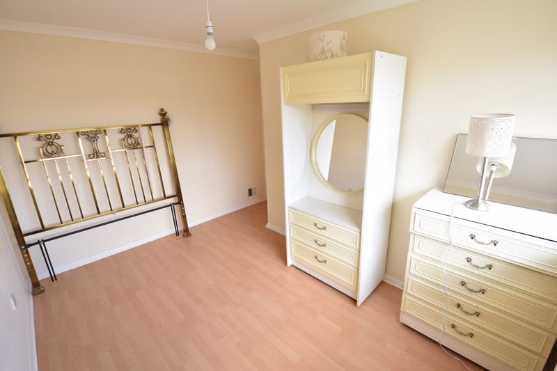 3 bedroom Semi-Detached  to buy in Oving Close, Luton - Photo 15