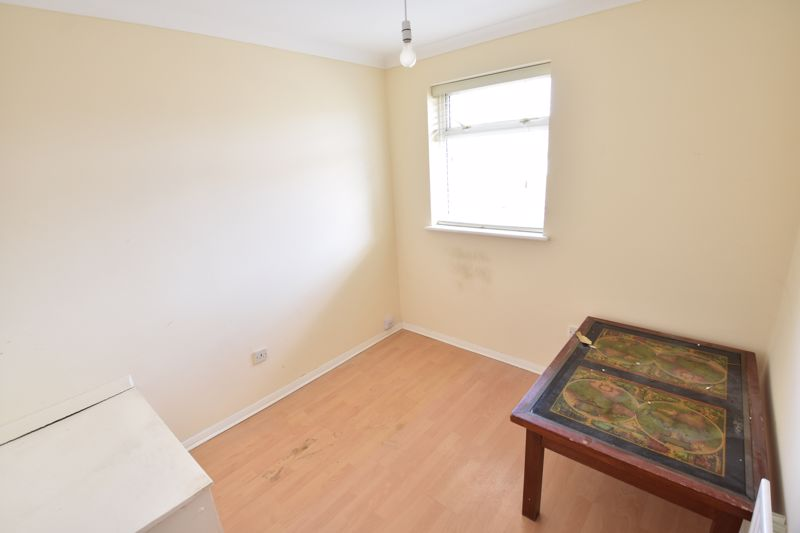 3 bedroom Semi-Detached  to buy in Oving Close, Luton - Photo 16