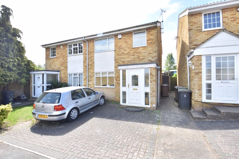 3 bedroom Semi-Detached  to buy in Oving Close, Luton - Photo 18