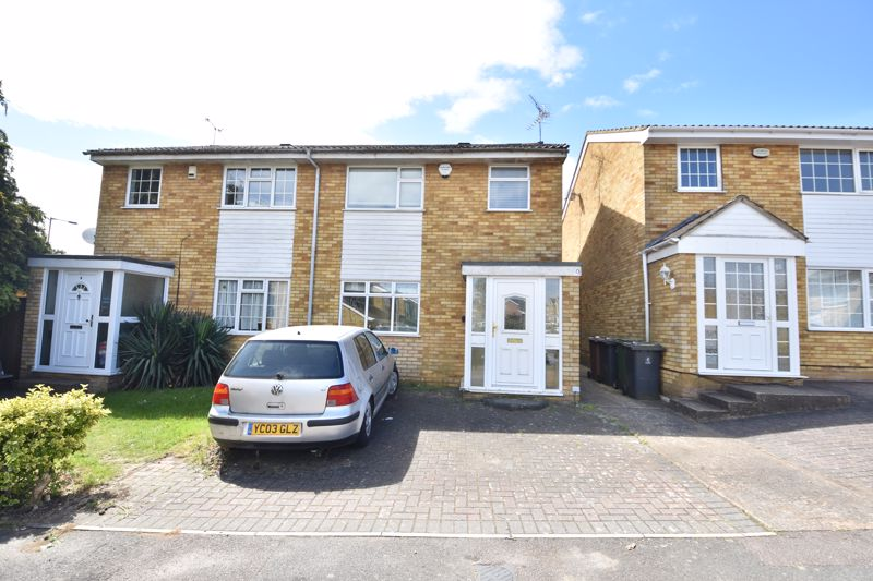 3 bedroom Semi-Detached  to buy in Oving Close, Luton
