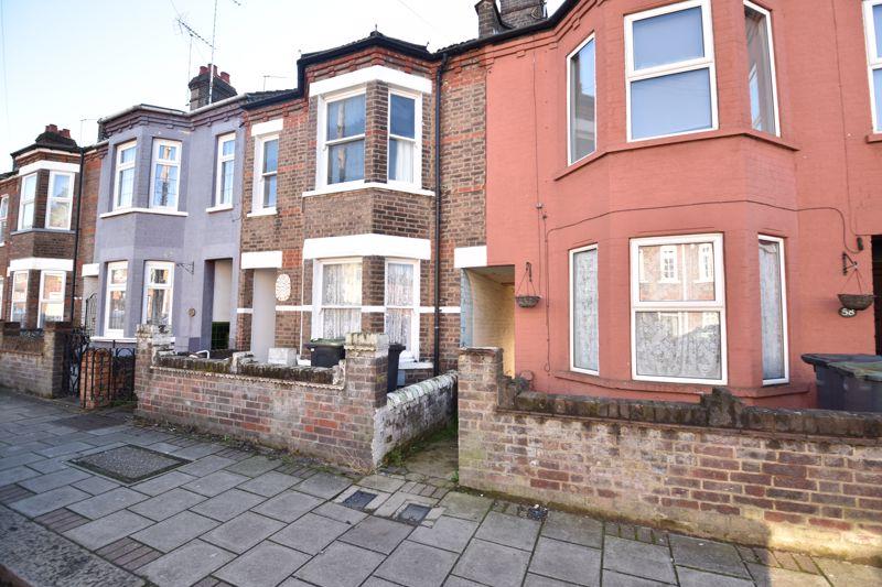 3 bedroom Mid Terrace to rent in Clarendon Road, Luton