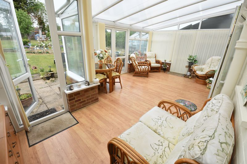 4 bedroom Semi-Detached  to buy in Barton Road, Luton - Photo 9