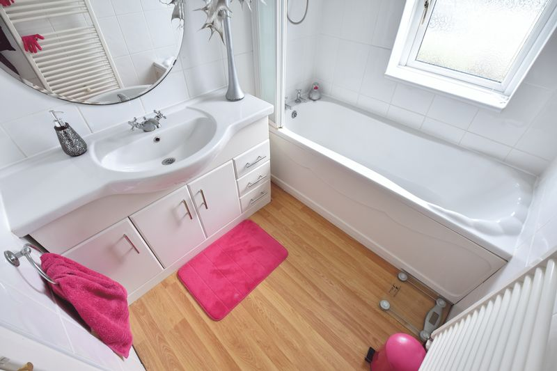 4 bedroom Semi-Detached  to buy in Barton Road, Luton - Photo 21