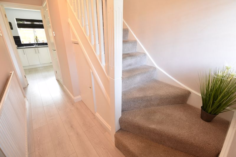 3 bedroom  to buy in Blakeney Drive, Luton - Photo 4