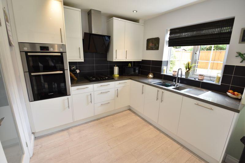 3 bedroom  to buy in Blakeney Drive, Luton - Photo 5