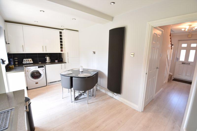3 bedroom  to buy in Blakeney Drive, Luton - Photo 6