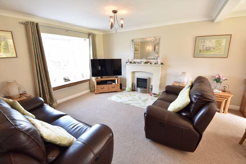 3 bedroom  to buy in Blakeney Drive, Luton - Photo 8