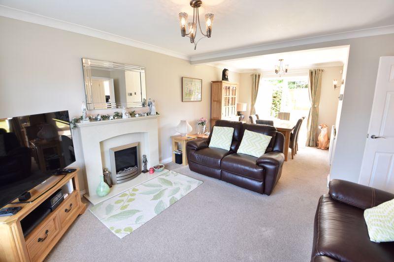 3 bedroom  to buy in Blakeney Drive, Luton - Photo 9