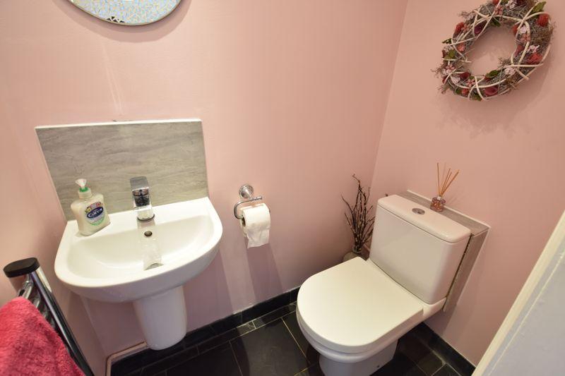 3 bedroom  to buy in Blakeney Drive, Luton - Photo 11
