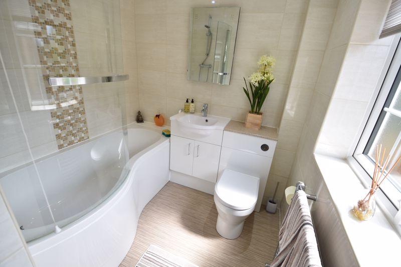 3 bedroom  to buy in Blakeney Drive, Luton - Photo 12
