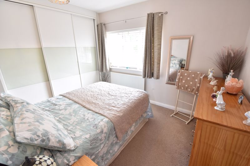 3 bedroom  to buy in Blakeney Drive, Luton - Photo 13