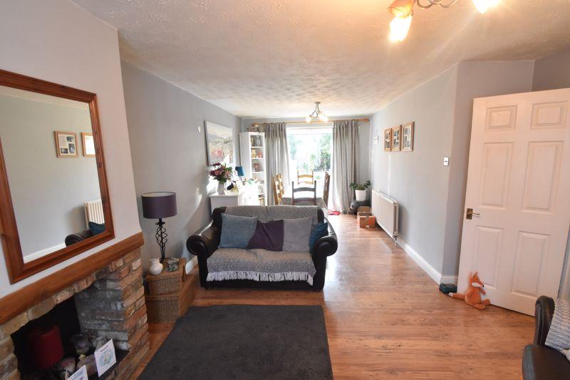 3 bedroom Semi-Detached  to buy in Grampian Way, Luton - Photo 10