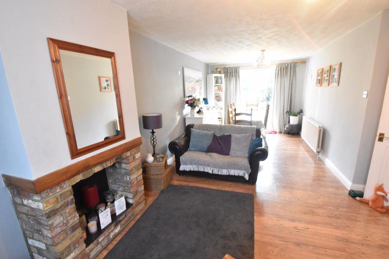 3 bedroom Semi-Detached  to buy in Grampian Way, Luton - Photo 1
