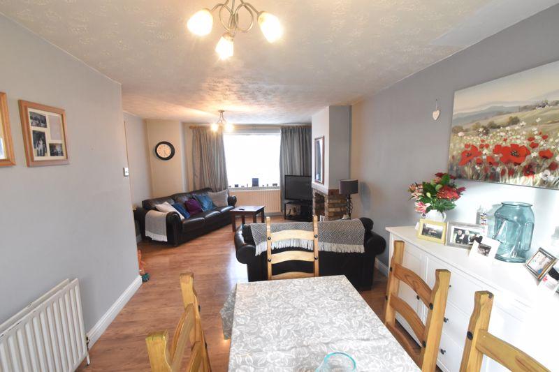 3 bedroom Semi-Detached  to buy in Grampian Way, Luton - Photo 2