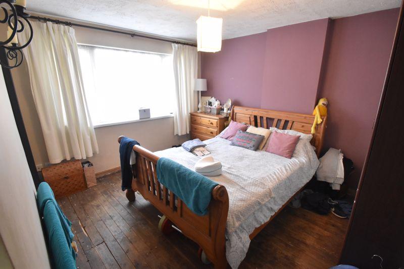 3 bedroom Semi-Detached  to buy in Grampian Way, Luton - Photo 3