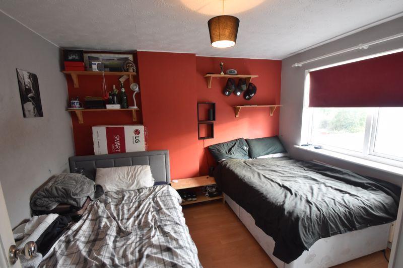 3 bedroom Semi-Detached  to buy in Grampian Way, Luton - Photo 4