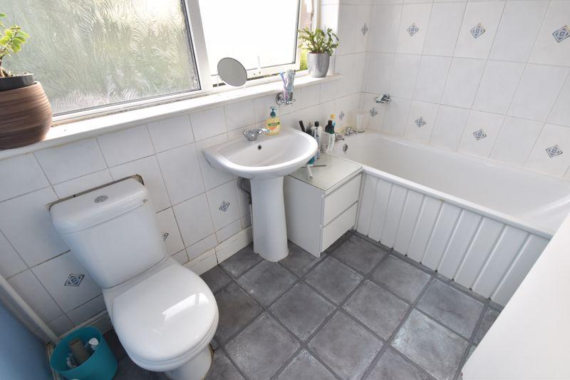 3 bedroom Semi-Detached  to buy in Grampian Way, Luton - Photo 5