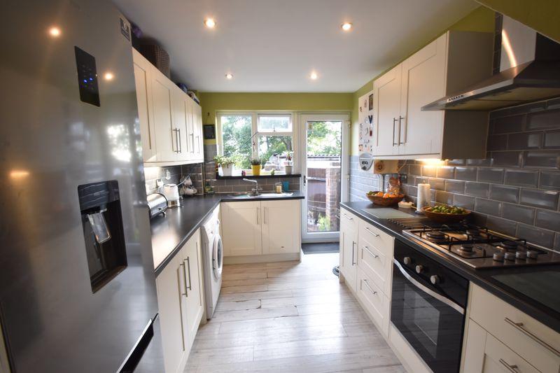 3 bedroom Semi-Detached  to buy in Grampian Way, Luton - Photo 6