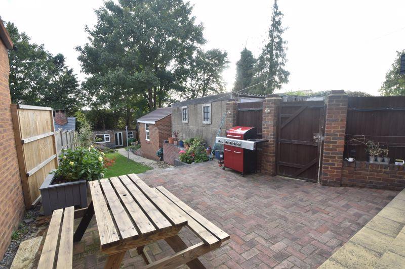 3 bedroom Semi-Detached  to buy in Grampian Way, Luton - Photo 7