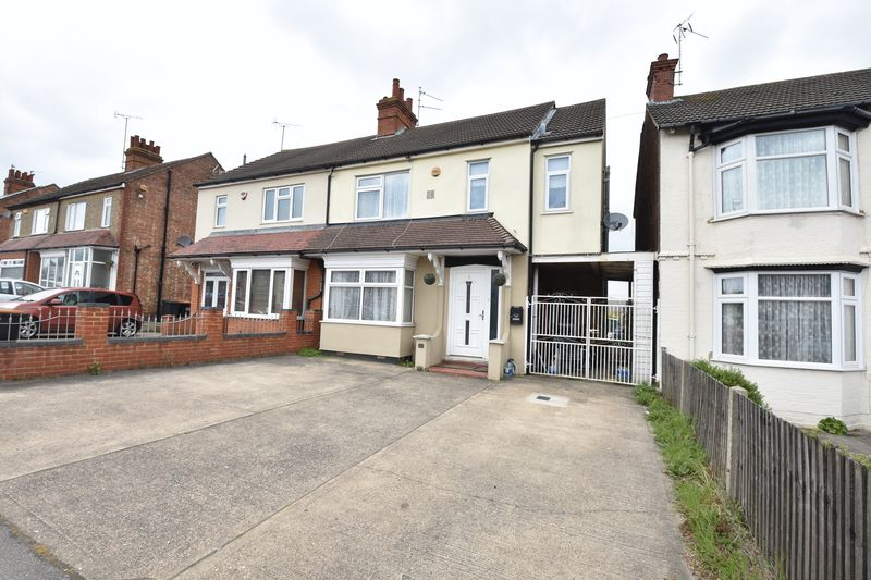 3 bedroom Semi-Detached  to buy in Luton Road, Dunstable