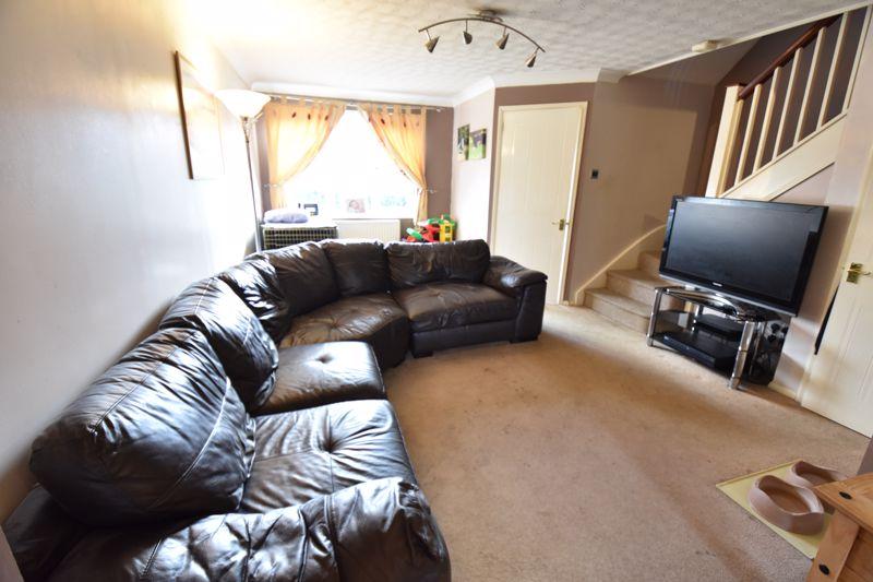 3 bedroom Mid Terrace to buy in Cromer Way, Luton - Photo 1