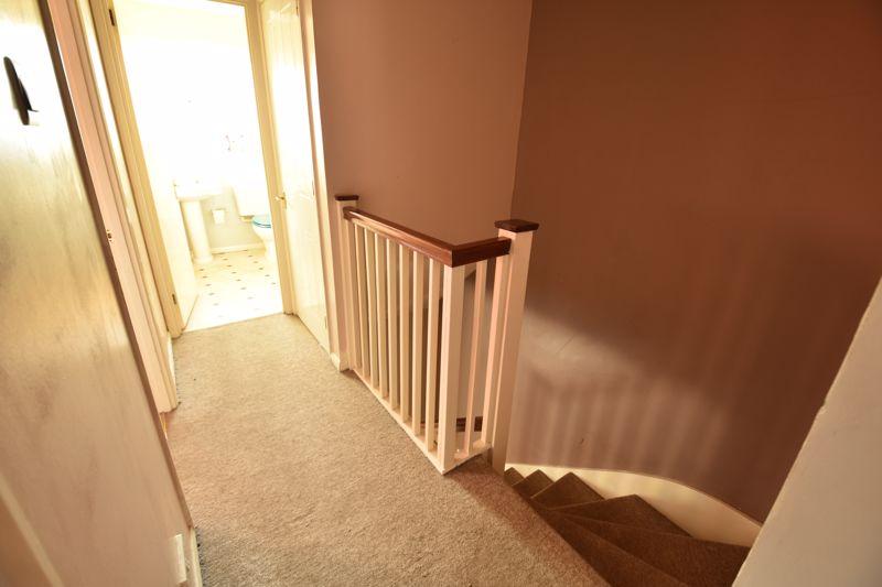 3 bedroom Mid Terrace to buy in Cromer Way, Luton - Photo 9
