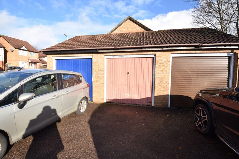 3 bedroom Mid Terrace to buy in Cromer Way, Luton - Photo 11