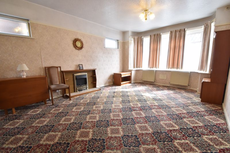 3 bedroom Semi-Detached  to buy in Farley Hill, Luton - Photo 2