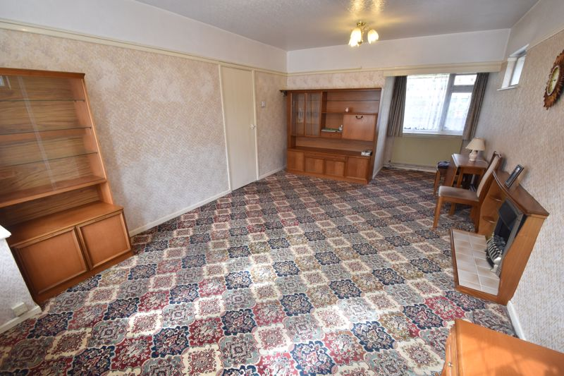 3 bedroom Semi-Detached  to buy in Farley Hill, Luton - Photo 3