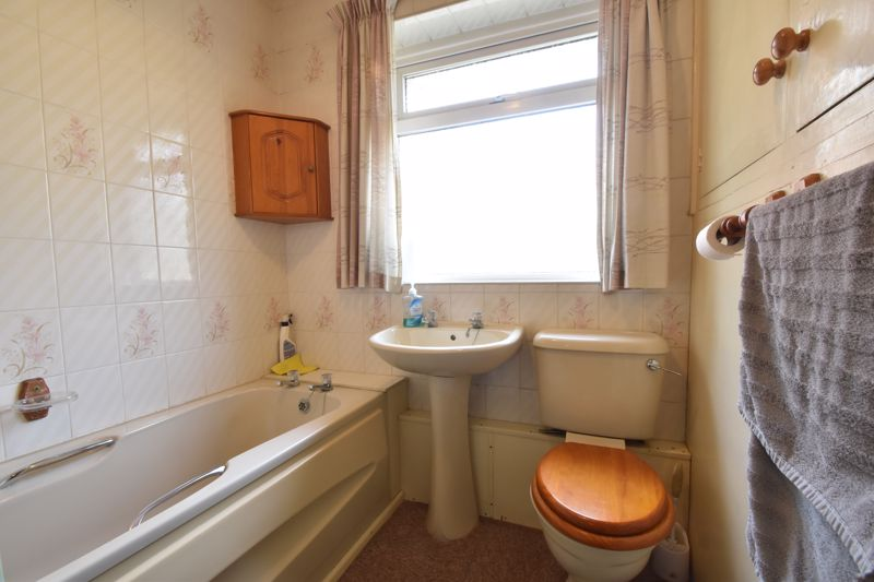 3 bedroom Semi-Detached  to buy in Farley Hill, Luton - Photo 7