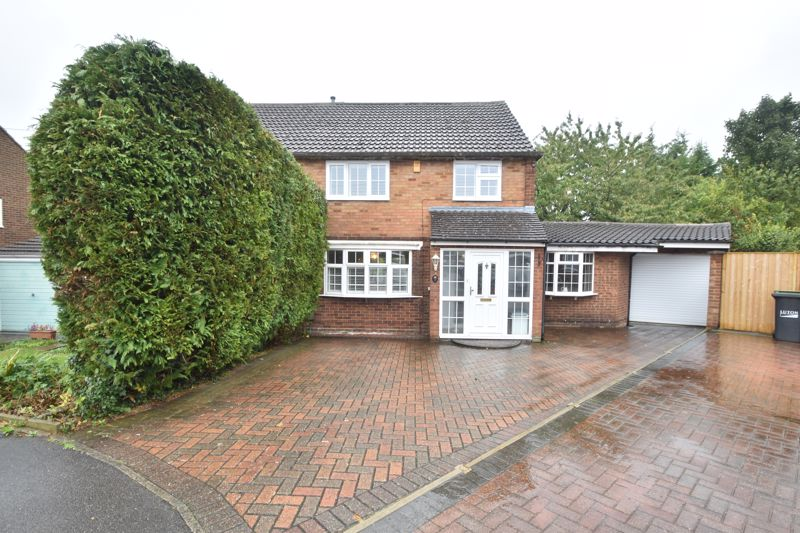 3 bedroom Semi-Detached  to buy in Bakewell Close, Luton