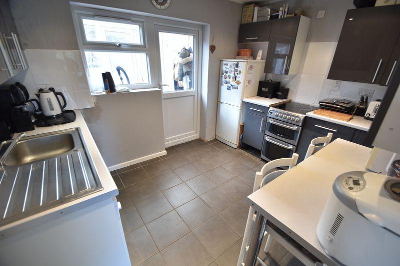 3 bedroom  to buy in Fermor Crescent, Luton - Photo 15