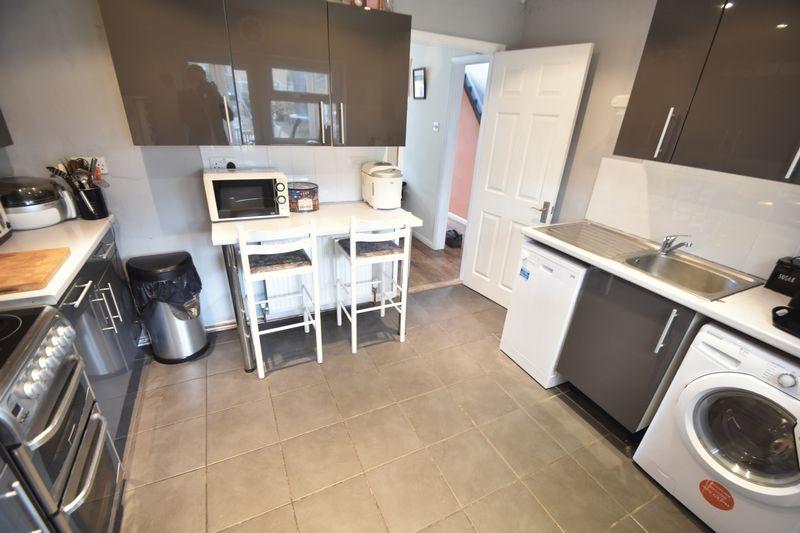 3 bedroom  to buy in Fermor Crescent, Luton - Photo 16