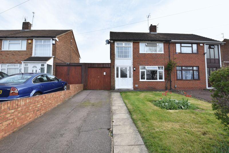 3 bedroom  to buy in Fermor Crescent, Luton - Photo 1