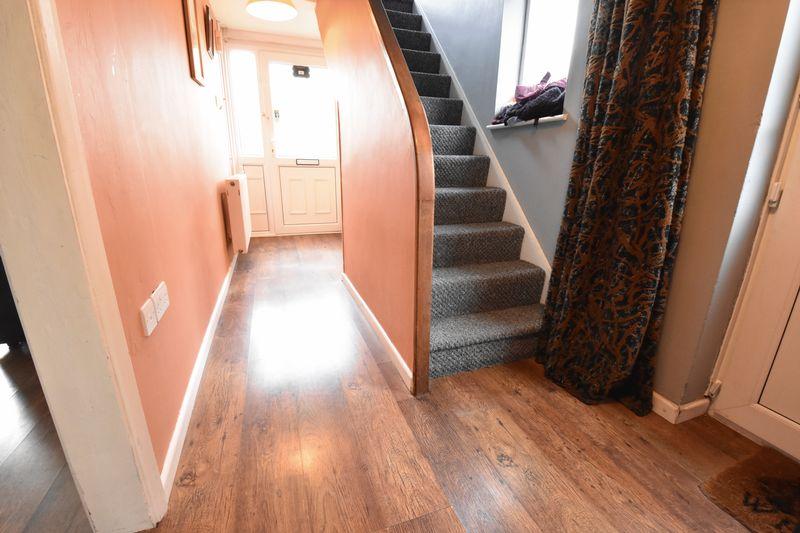 3 bedroom  to buy in Fermor Crescent, Luton - Photo 2