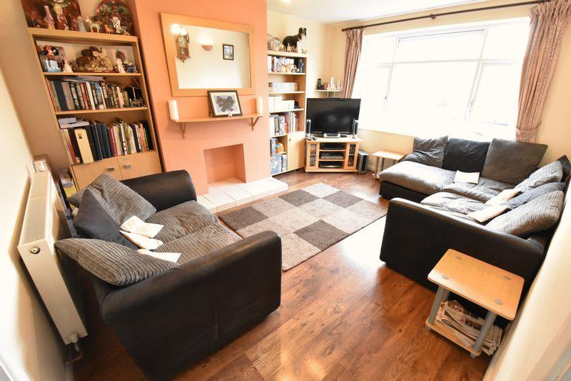 3 bedroom  to buy in Fermor Crescent, Luton - Photo 3