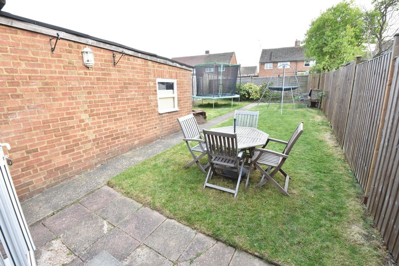 3 bedroom  to buy in Fermor Crescent, Luton - Photo 6