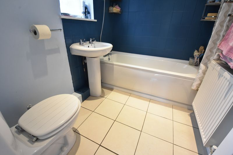 3 bedroom  to buy in Fermor Crescent, Luton - Photo 9