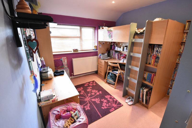 3 bedroom  to buy in Fermor Crescent, Luton - Photo 11