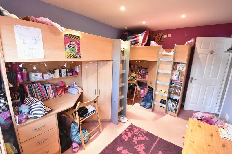 3 bedroom  to buy in Fermor Crescent, Luton - Photo 12