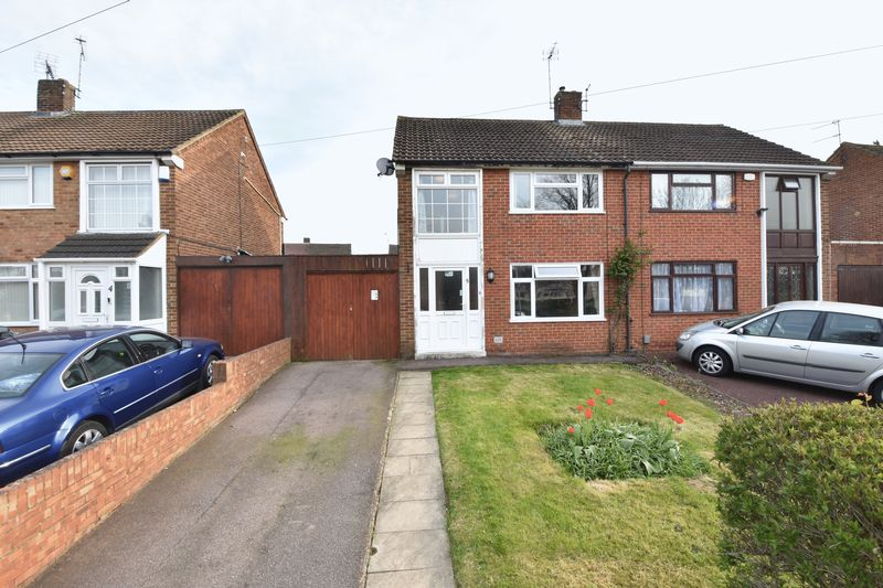 3 bedroom  to buy in Fermor Crescent, Luton