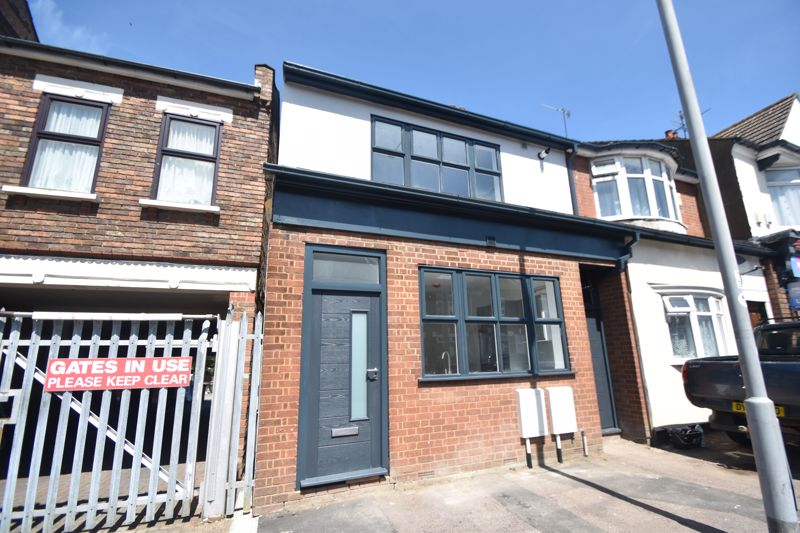 4 bedroom Flat to buy in High Town Road, Luton