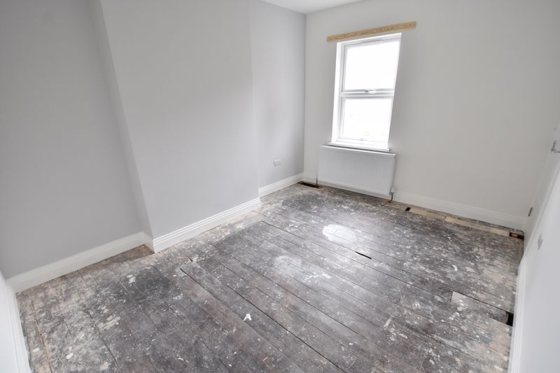 4 bedroom Mid Terrace to rent in Tennyson Road, Luton - Photo 17