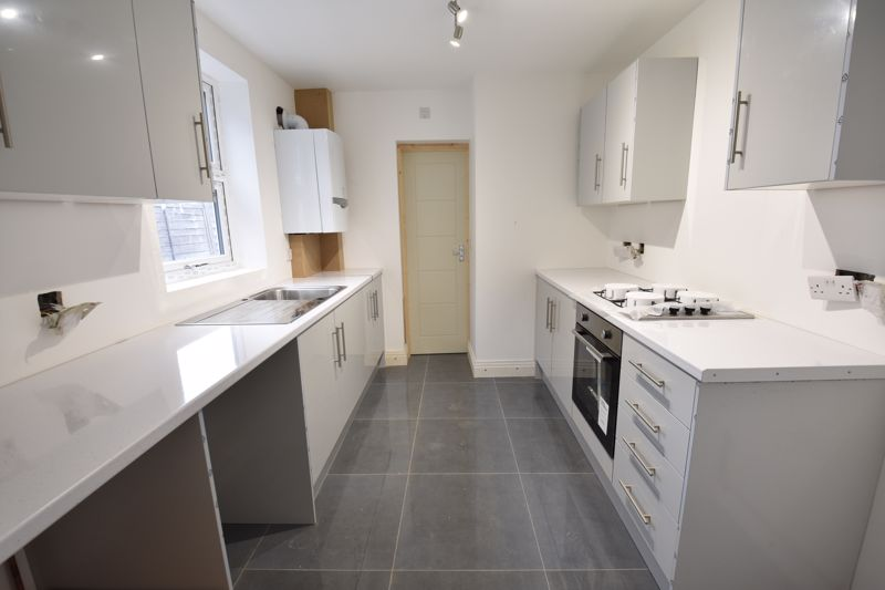 4 bedroom Mid Terrace to rent in Tennyson Road, Luton - Photo 19