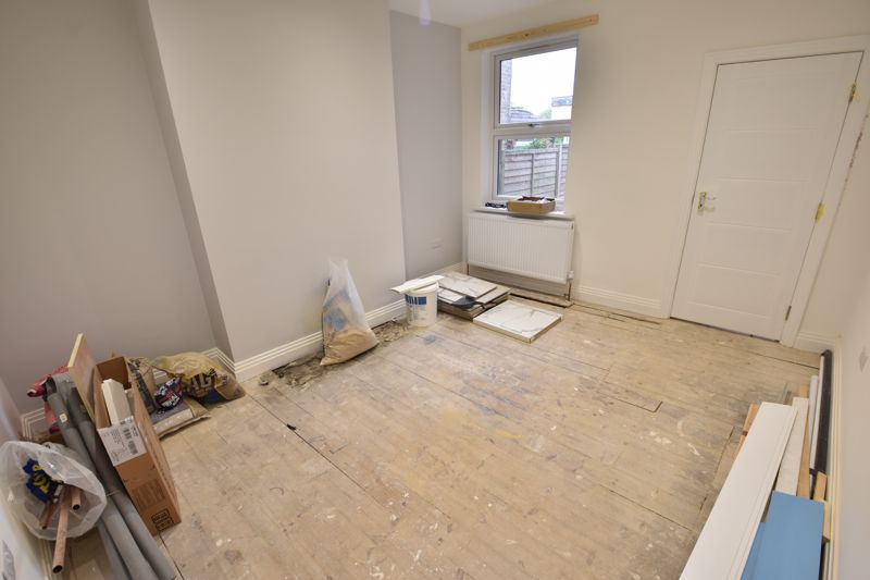 4 bedroom Mid Terrace to rent in Tennyson Road, Luton - Photo 22
