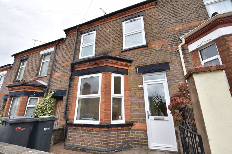 4 bedroom Mid Terrace to rent in Tennyson Road, Luton